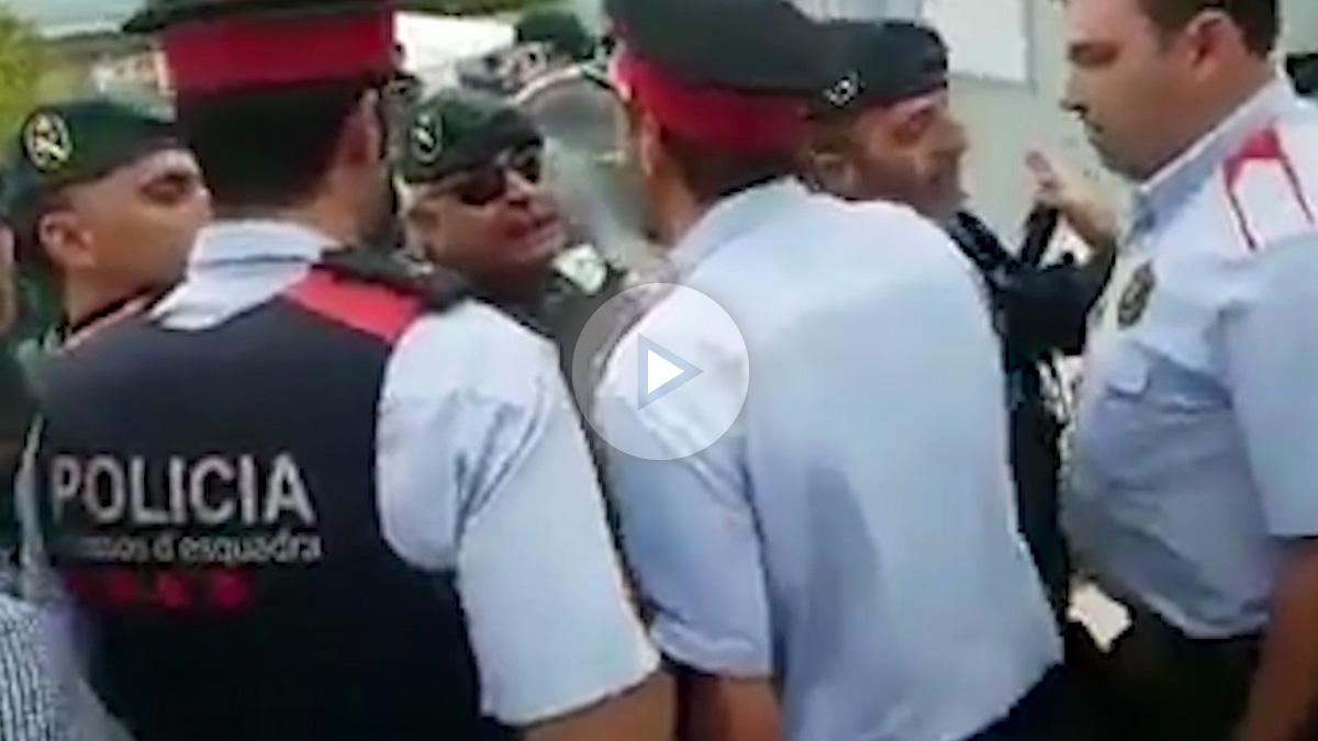 Mossos se enfrentan a guardias civiles en Castellgalí (Barcelona) el 1-O