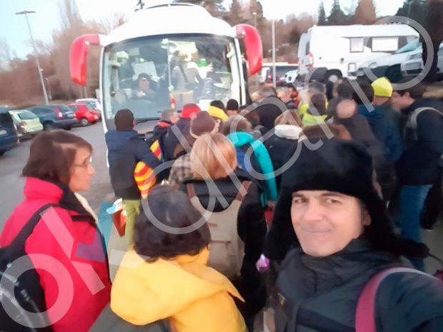 El corrupto Oriol Pujol viaja aclamado en autobús a la manifestación de los golpistas en Bruselas