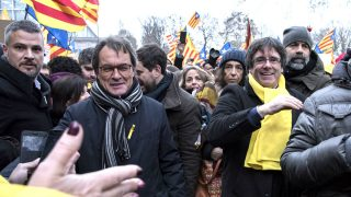 Artur Mas y Carles Puigdemont en Bruselas. (Foto: AFP)