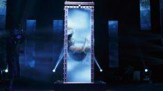 The Illusionists: Andrew Basso, campeón mundial de Escapismo, realizando su número la Celda de Tortura de Agua de Houdini. Foto: @SCFTA
