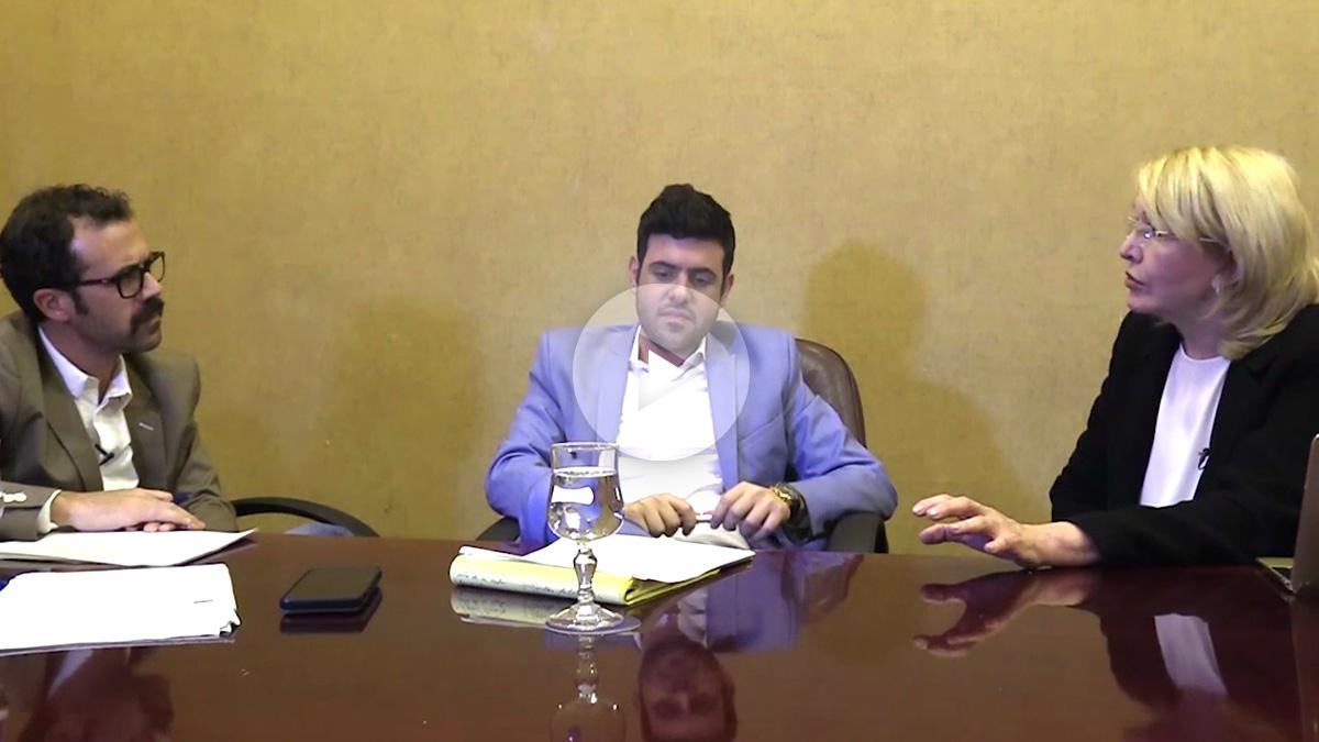 La fiscal Luisa Ortega Díaz, junto a Francisco Poleo (centro) y Alberto D. Prieto durante la entrevista. (Foto y vídeo: E. Falcón)