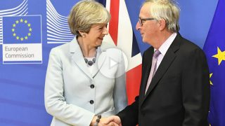 Theresa May y Jean-Claude Juncker. (Foto: AFP)