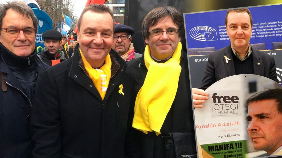 El eurodiputado del N-VAMark Demesmaeker entre Artur Mas y Puigdemont. Y reclamando la libertad del terrorista Arnaldo Otegi.