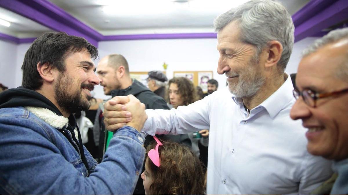 Ramón Espinar junto a el ex Jemad Julio Rodríguez. (Foto: TW)