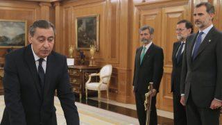 Julián Sánchez Melgar jurando el cargo de nuevo fiscal general del Estado. (Foto: EFE)