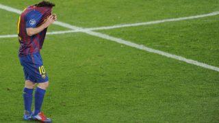 Messi se lamenta en un partido contra el Chelsea. (AFP)