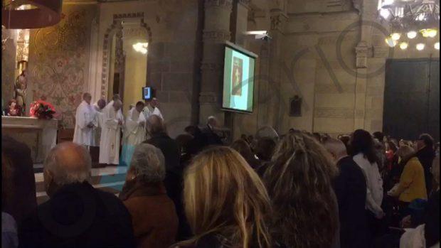 Una iglesia de Barcelona celebra una misa con lazos amarillos y Els Segadors por el golpista Forn