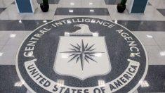 El escudo de la Agencia Central de Inteligencia estadounidense (CIA por sus siglas en inglés) decora el suelo de su sede central en el Pentágono.