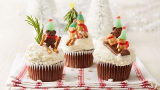 Los cupcake solo necesitan cinco ingredientes:  mantequilla, azúcar, huevos, levadura y harina.
