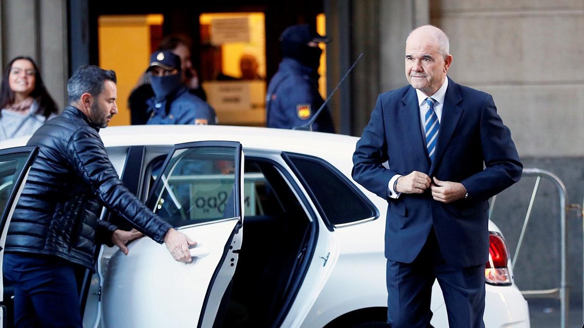 Manuel Chaves a su llegada a la primera sesión del juicio por el caso ERE. (Foto: EFE)