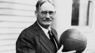 James Naismith inventó el baloncesto hace 126 años.