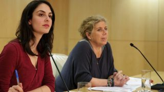 La Gerente Carmen Román (d) junto a Rita Maestre (i). (Foto: Madrid)
