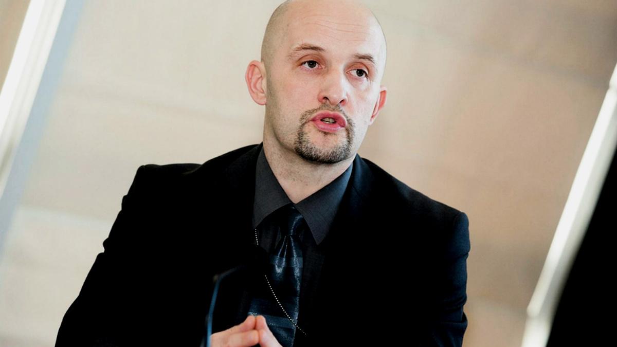 Janis Starts, director de Stratcom, organizamos de la OTAN que investiga robots pro rusos.
