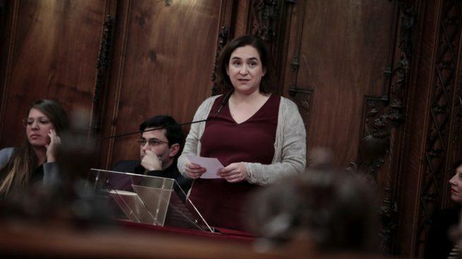 El Ayuntamiento de Barcelona pide abolir la monarquía con el voto de podemitas y separatistas