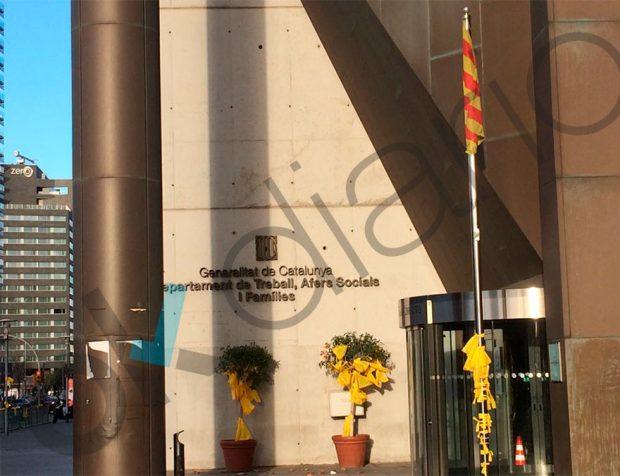 Puerta principal del Departamento de trabajo de la Generalitat.