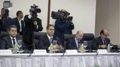 Líderes de la oposicion en Venezuela (González, Florido, Díaz y Borges), en los diálogos de Santo Domingo. (AFP)