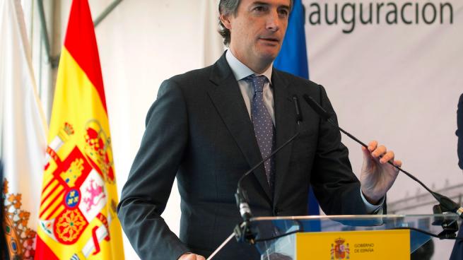 Fomento defiende un plan de futuro global para el Puerto de Santander