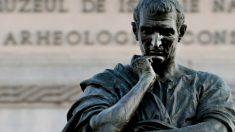 Una escultura dedicada al poeta clásico Ovidio