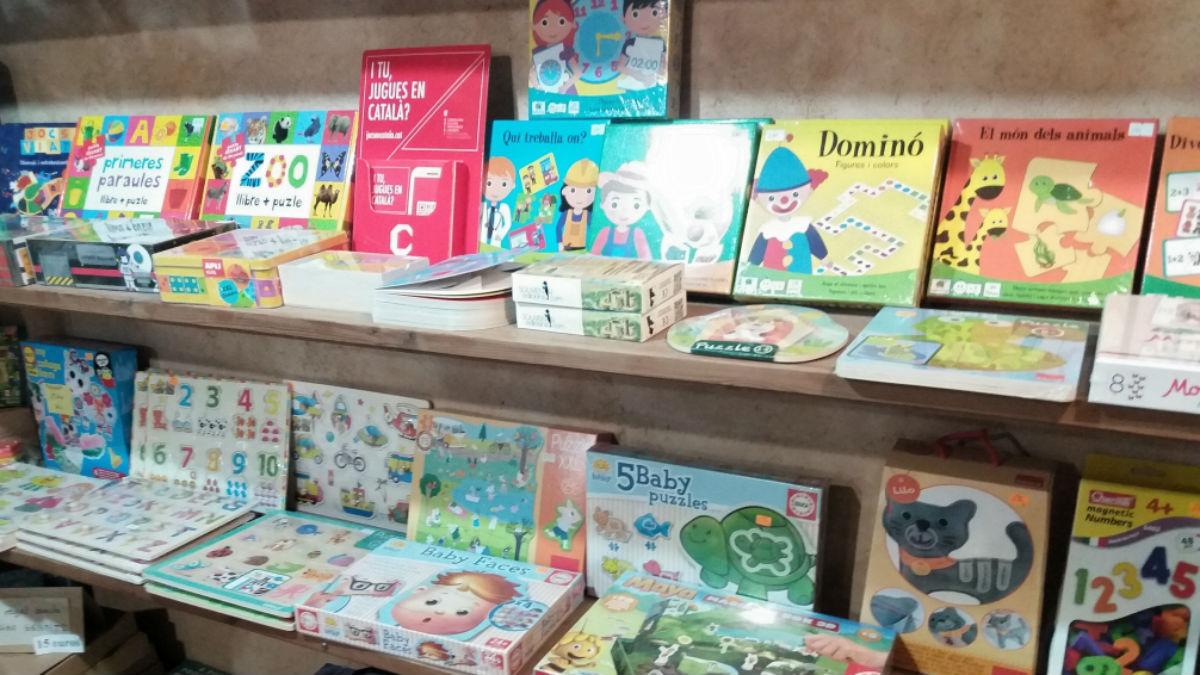 Campaña para distinguir comercios y juguetes en catalán en Baleares