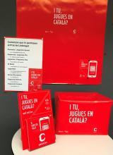 Distintivos de la campaña para 'jugar en catalán'