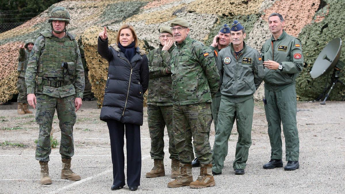 La ministra de Defensa, María Dolores de Cospedal, en las maniobras militares Eagle Eye en Tarragona