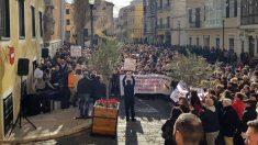 La manifestación ha concluido en la Plaza de la Constitución de Mahón con la lectura de un manifiesto.