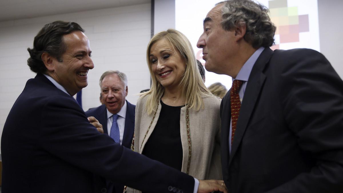 La presidenta de la Comunidad de Madrid, Cristina Cifuentes, el presidente de CEIM, Juan Pablo Lázaro (i), y el presidente de la CEOE, Juan Rosell.(Foto: EFE)