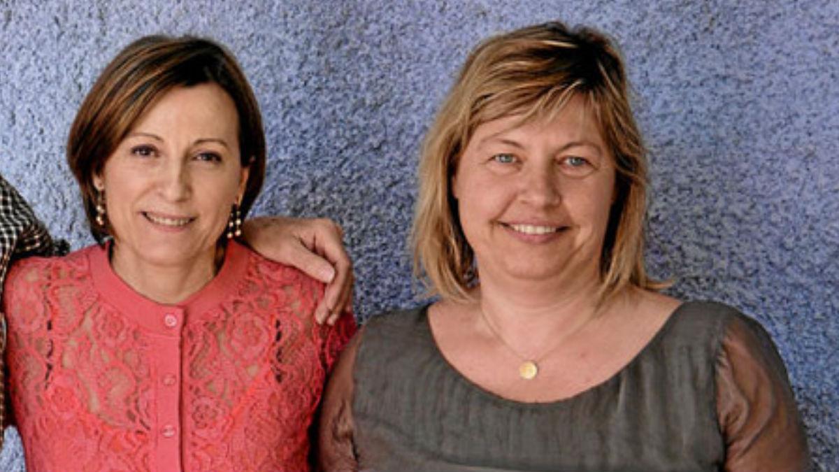 Carme Forcadell junto a Nuria Guillaumes, de la ANC, a quien se le ha prohibido visitar a Jordi Sànchez en prisión.