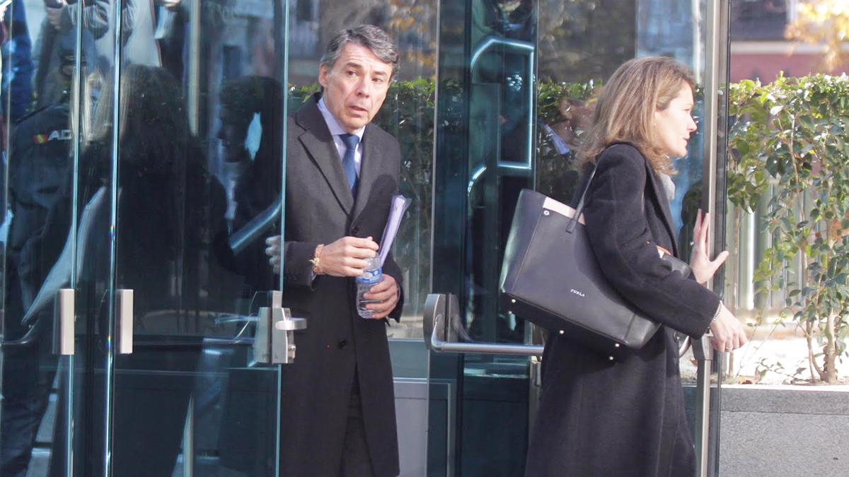Ignacio González a la salida de la Audiencia Nacional. (Foto: Francisco Toledo)