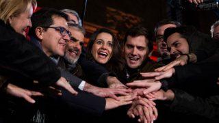 Inés Arrimadas y Albert Rivera en el cierre de campaña de Ciudadanos (Foto: EFE)