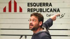El ex secretario general de Podem y líder de Som Alternativa, Albano-Dante Fachin, durante su intervención en un acto de campaña de ERC celebrado en Sabadell (Foto: Efe)