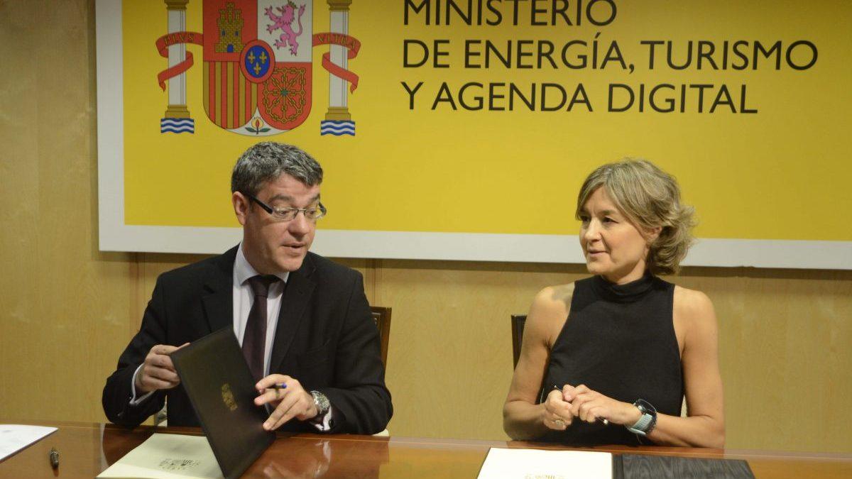 Isabel García Tejerina, ministra de Medio Ambiente y Álvaro Nadal, ministro de Energía (Foto. Ministerio de Energía)