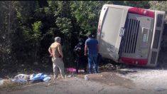 Autobús accidentado en México (Foto: TV Azteca)
