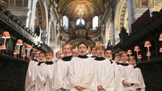 El coro de la Catedral de San Pablo en Londres en uno de sus recitales por Navidad. (Foto: AFP)