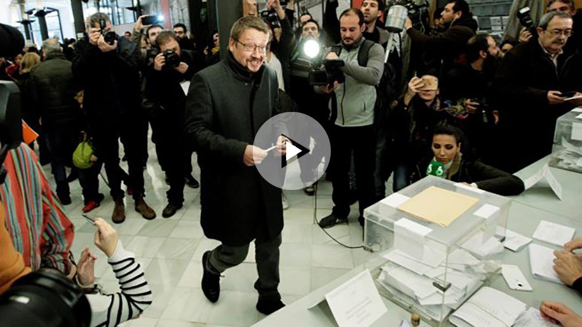 Xavier Domènech vota en las elecciones catalanas del 21D. (Foto: EFE)