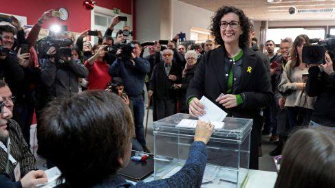 Marta Rovira vota en las elecciones catalanas del 21D. (Foto: EFE)
