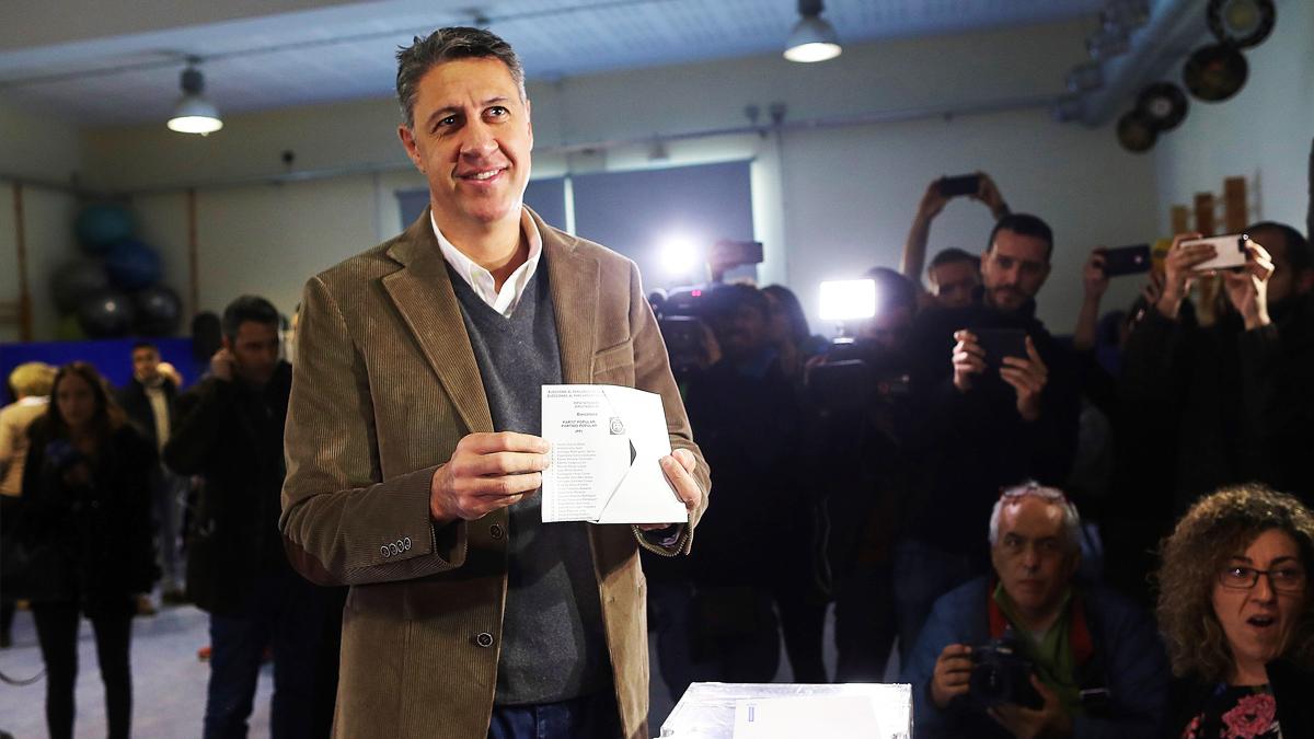Xavier García Albiol vota en las elecciones catalanas del 21D. (Foto: EFE)