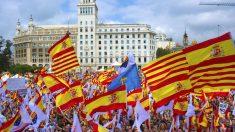 Manifestación con banderas españolas en Barcelona
