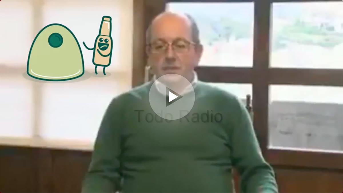 Dionisio Luguera, alcalde de San Vicente de la Barquera, alcalde de San Vicente de la Barquera, felicita la Navidad de un modo muy curioso.