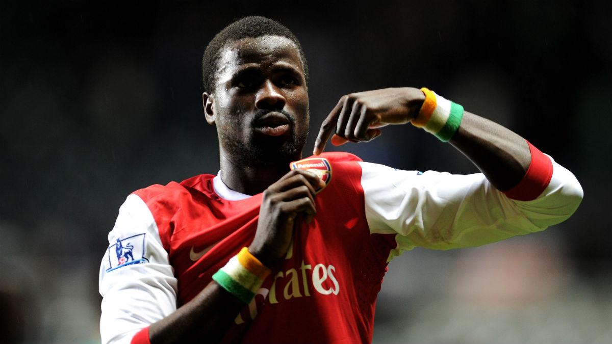 Eboué, en un partido con el Arsenal. (Getty)