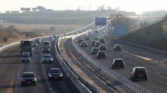 Imagen de archivo de retenciones en carretera.