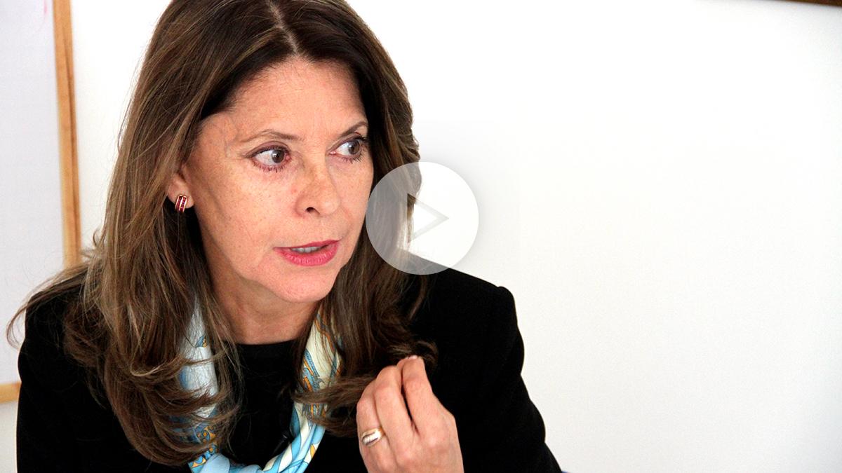 Marta Lucía Ramírez, aspirante a la Presidencia de Colombia por el Partido Conservador, durante la entrevista con OKDIARIO y la Revista Zeta. (Foto y vídeo: E. Falcón)