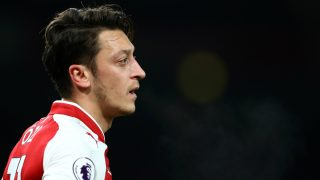 Mesut Özil es una de las grandes estrellas que quedará libre en verano y los mejores equipos del mundo, entre ellos el Barcelona, se pelean por contratarlo. Esta temporada ha jugado 16 partidos con cuatro goles y cinco asistencias. (Getty)
