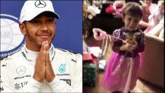 Hamilton y su sobrino vestido de princesa.