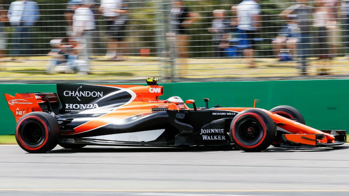 El McLaren de Fernando Alonso volverá a no contar con un patrocinador principal esta temporada, a pesar de que encontrarlo figuraba en la lista de tareas pendientes de Zak Brown, CEO de la compañía. (Getty)