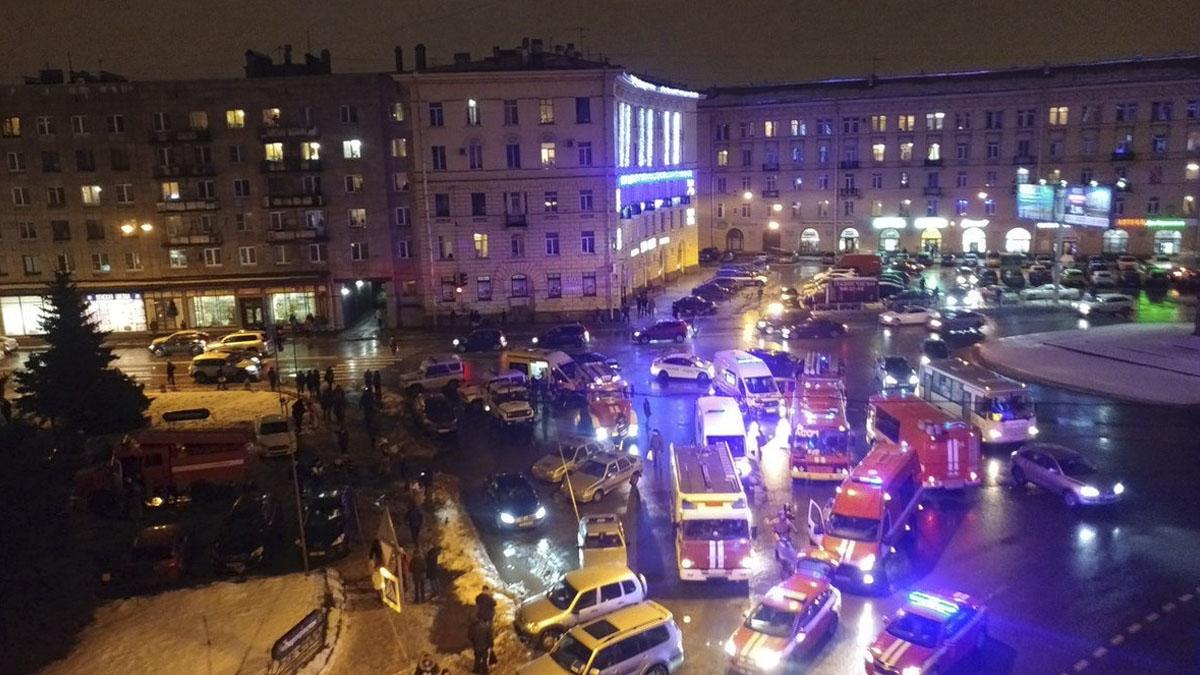 Imagen del despliegue de policía y bomberos tras la explosión.