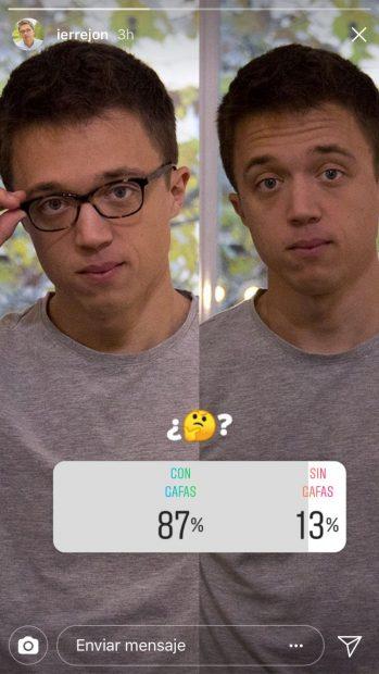 El intelectual Errejón dedica sus vacaciones a una 'gili-encuesta' sobre si debe llevar gafas o no