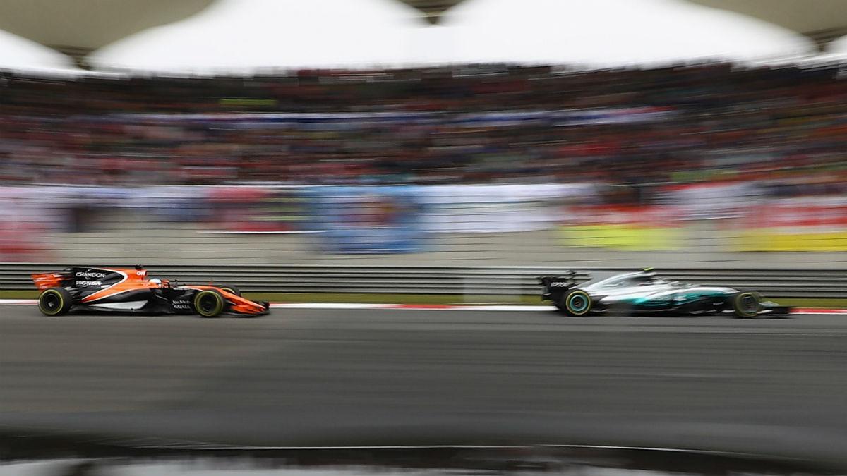 Lo largas de las negociaciones de McLaren con Honda para romper el contrato que les vinculaba fueron la principal causa que evitó que los de Woking montasen motores Mercedes en 2018. (Getty)