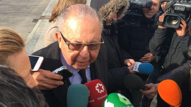 Familiares y amigos se acercan al tanatorio para darle el último adiós a la hija de Franco