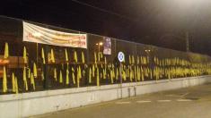 Lazos amarillos en una valla en Cataluña. Foto: FB